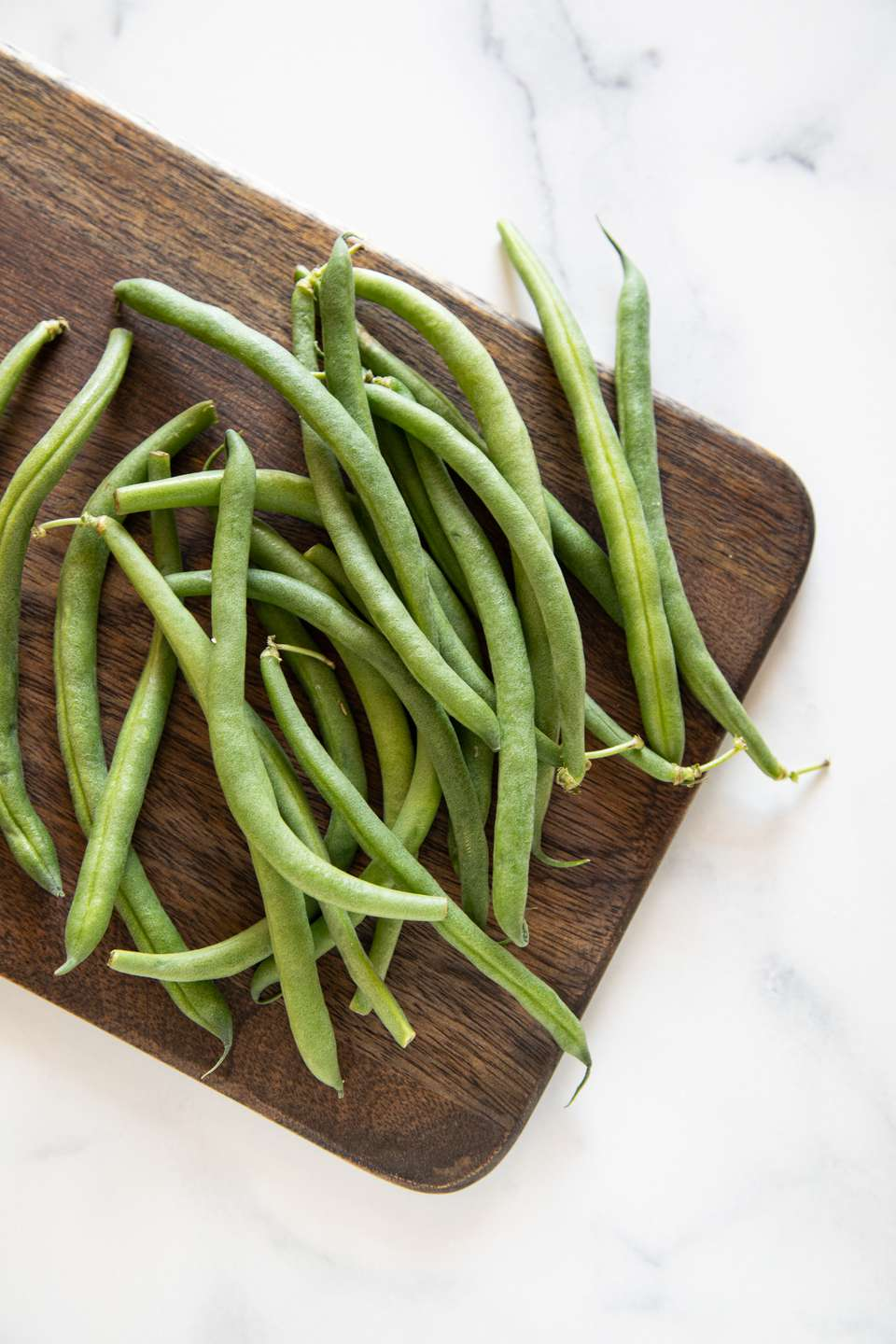 Green beans on a wood cutting board