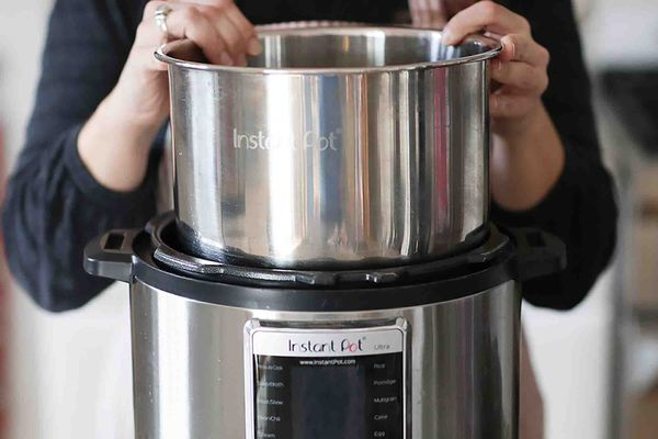 Guide to the Instant Pot - How to insert the inner pot