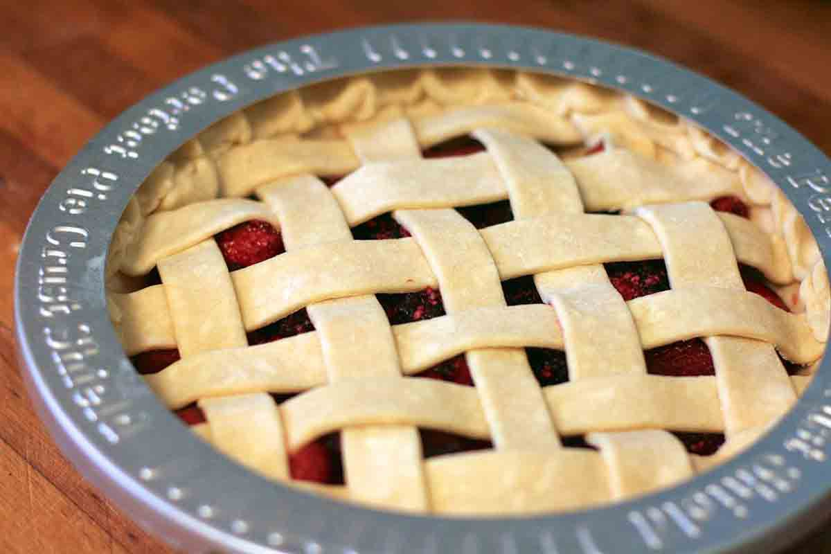 rhubarb berry pie with pie protector