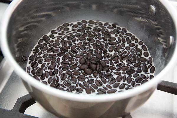coffee-bourbon-chocolate-chip-ice-cream-method-600-1