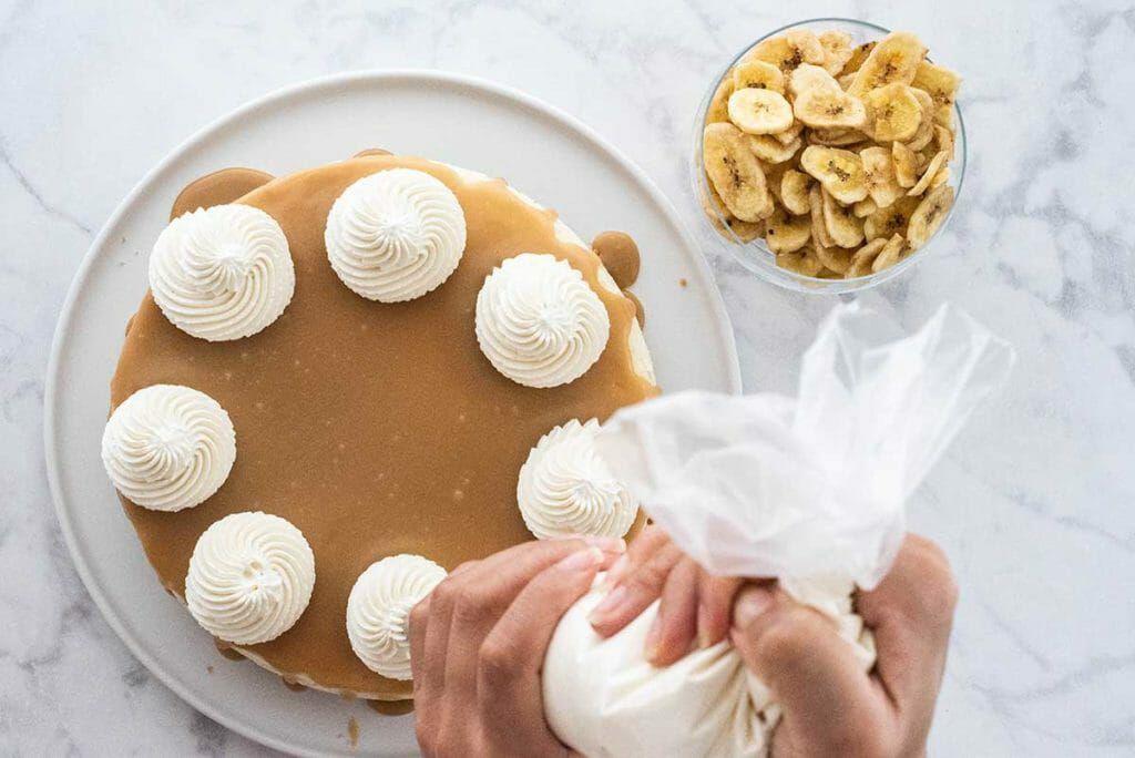 Banoffee Cheesecake piping whipped cream