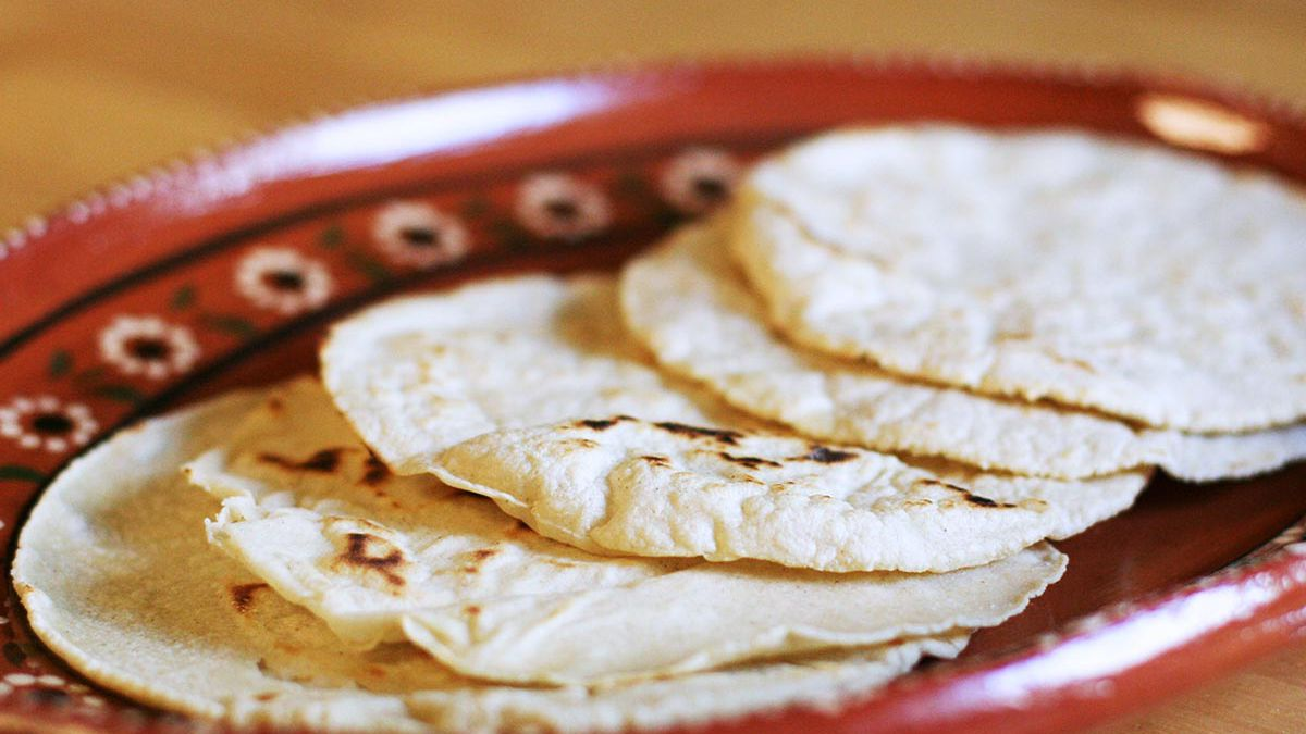 How To Make Corn Tortillas Easy Homemade Tortillas From Scratch