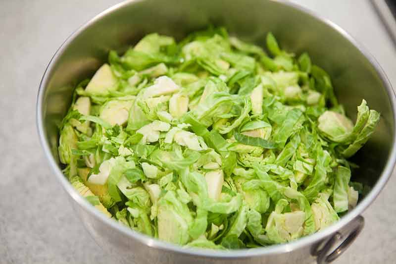 brussels-sprouts-bacon-chesnuts-method-1