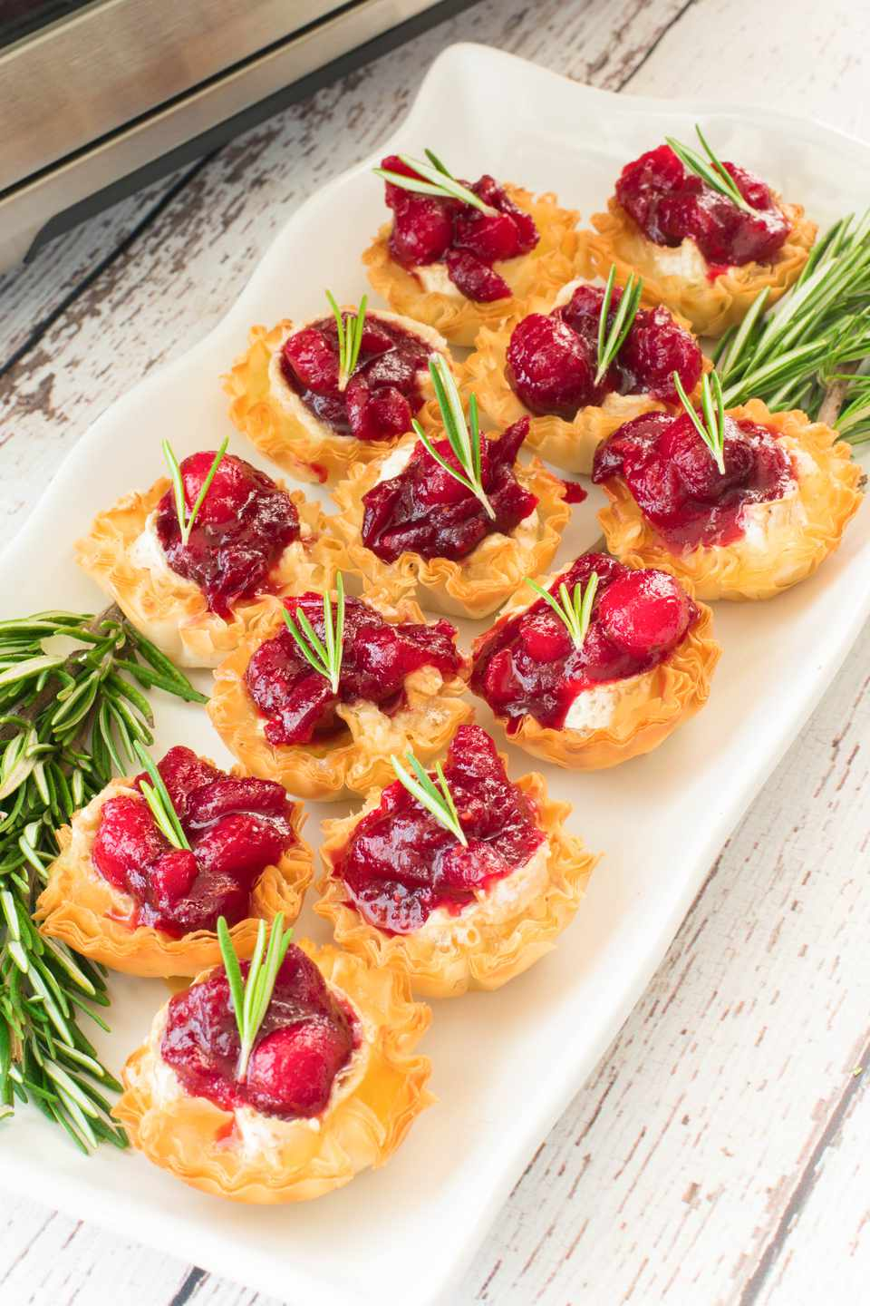 cranberry brie canapes