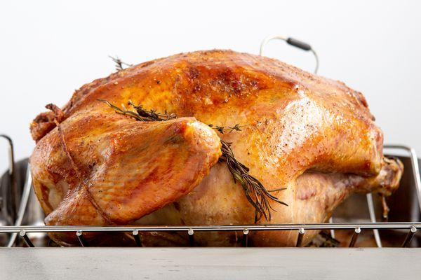 roast turkey resting in the roasting pan