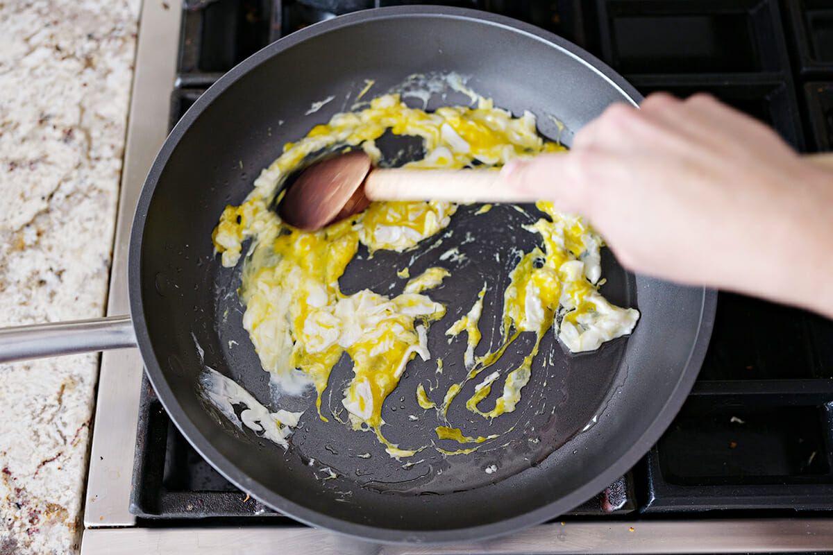 Authentic Pad Thai Recipe cook the egg