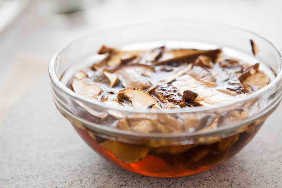 soak dry mushrooms for mushroom sugo