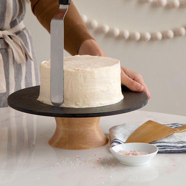 uncommon-goods-cake-decorating