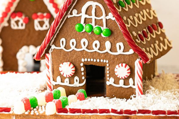 Side view of the front of a house made of gingerbread.