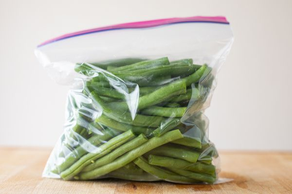 Trimmed green beans in a plastic ziptop bag