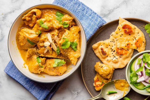 Best Recipe for Chicken Korma - bowl of chicken korma with plate of Naan