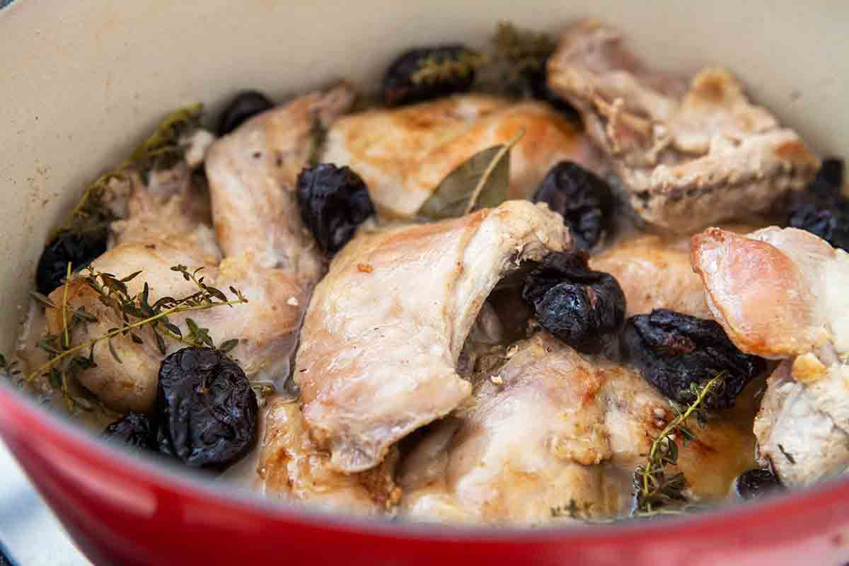 cook braised rabbit with prunes
