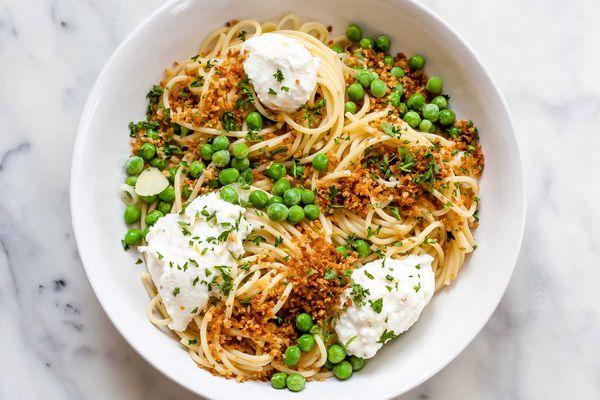 Lemony Spaghetti with Peas and Ricotta