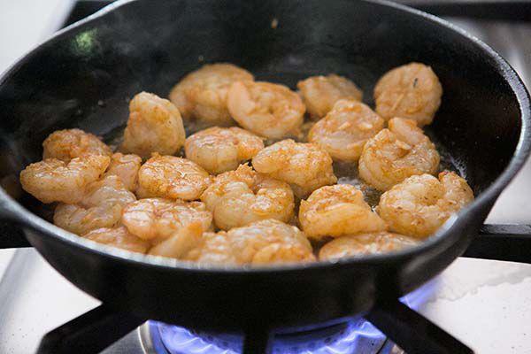 shrimp-bacon-avocado-pasta-method-600-3
