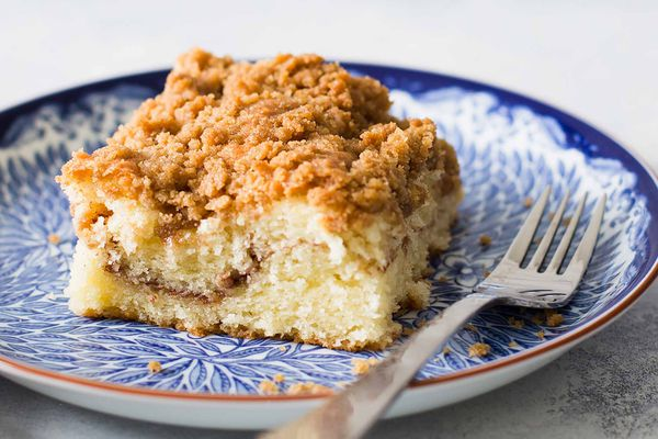 Crumb Coffee Cake Recipe - coffee cake on blue plate
