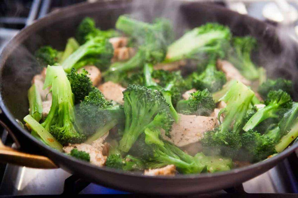 stir fry broccoli, chicken, almonds