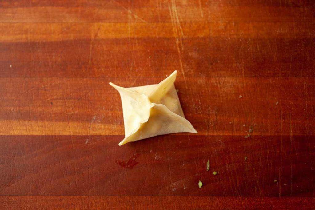 How to crimp a wonton wrapper for homemade cream cheese wontons