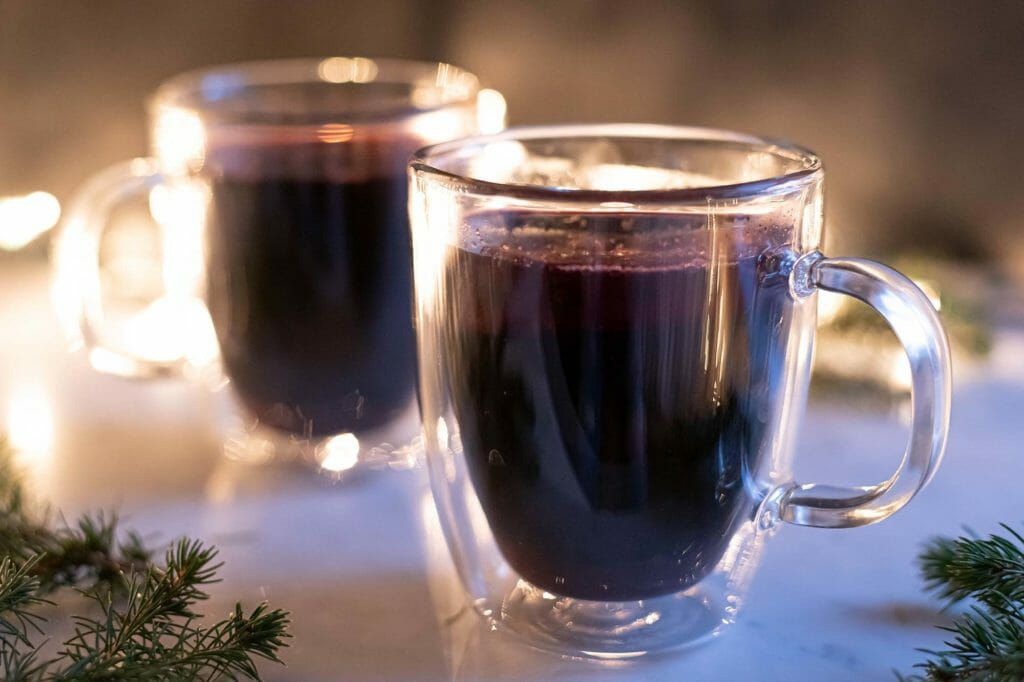Spiced mulled wine in the slow cooker