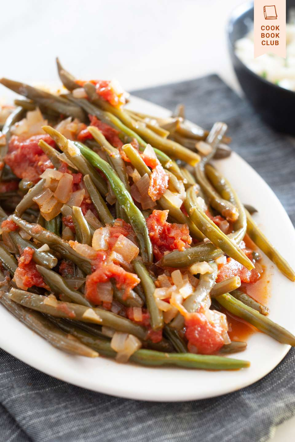 Partial view of a platter of Turkish green beans.