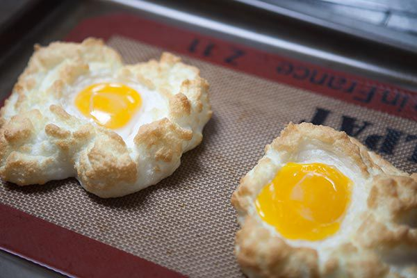 how to make cloud eggs or egg nests in the oven