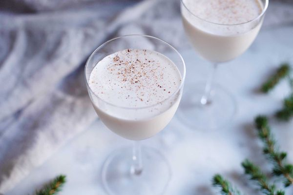 brandy and heavy cream cocktail with grated nutmeg