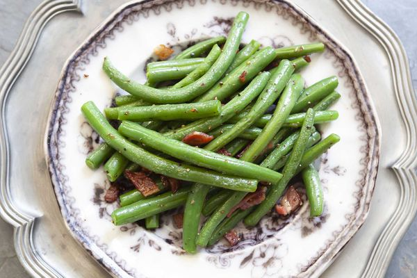 Green beans, sauteed with bacon and served on a plate