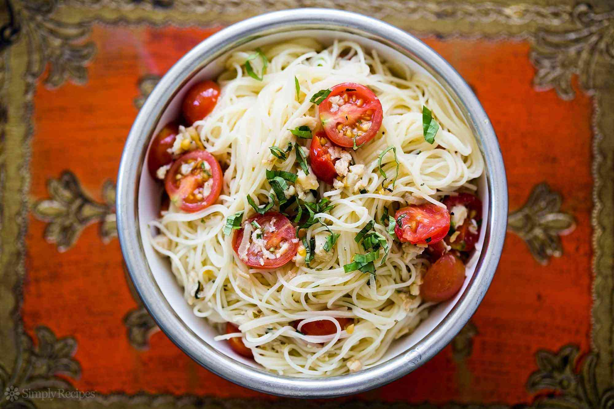 Angel Hair Pasta with Clams and Cherry Tomatoes