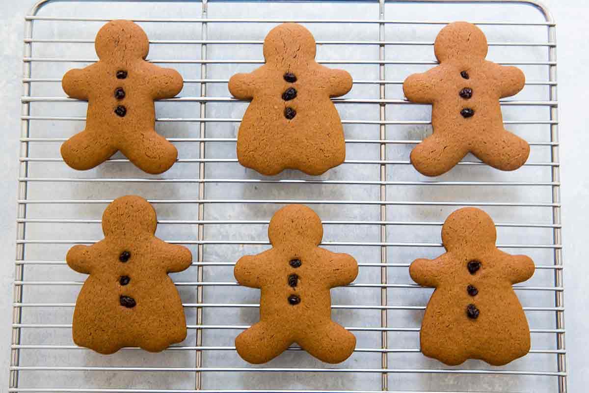 Six Baked Gingerbread man cookies