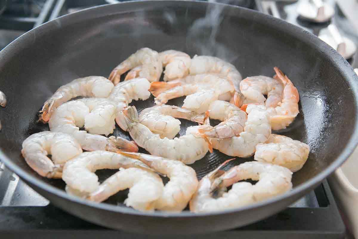 sauteed-shrimp-tropical-salsa-method-2