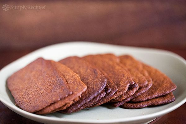 Gingersnap Cookies Spread Out On Plate