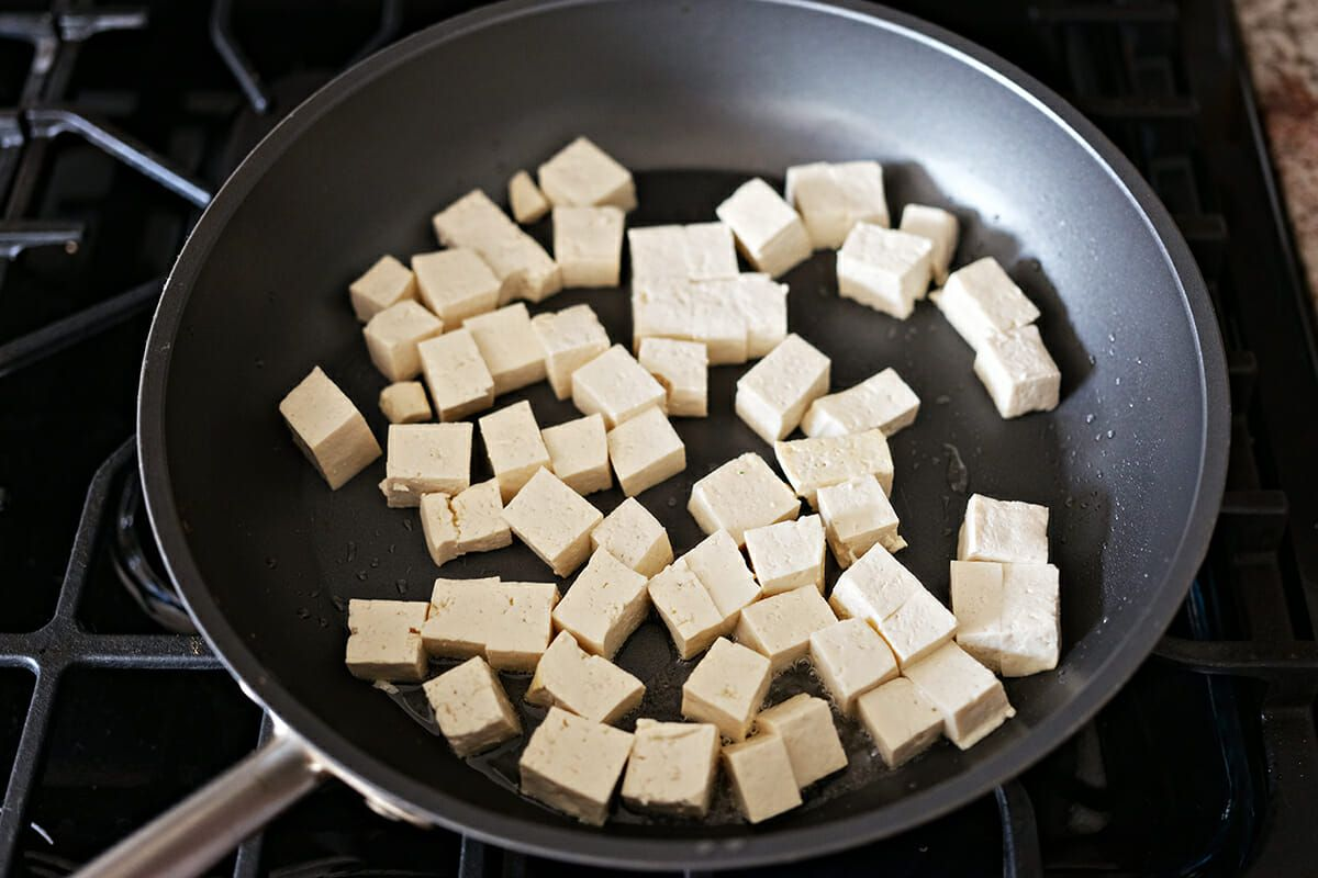 Easy Vegetarian pad Thai recipe cook the tofu