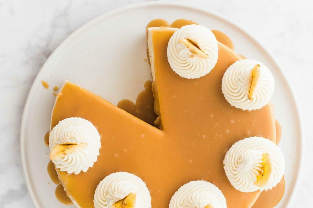 Easy Banoffee Cheesecake - pie with whipped cream and toffee sauce