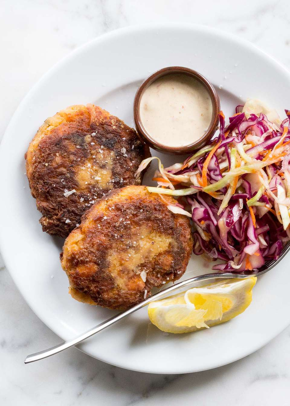 Fresh Salmon Cakes with Spicy Mayo
