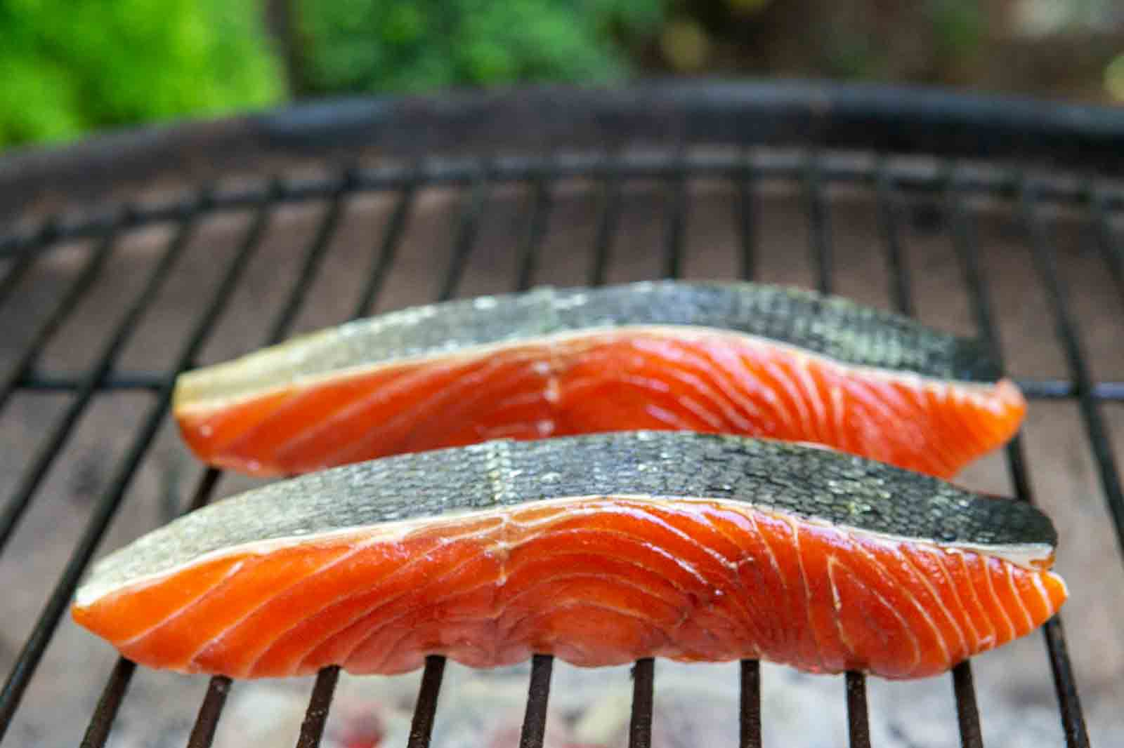 How to cook salmon on the grill skin side up