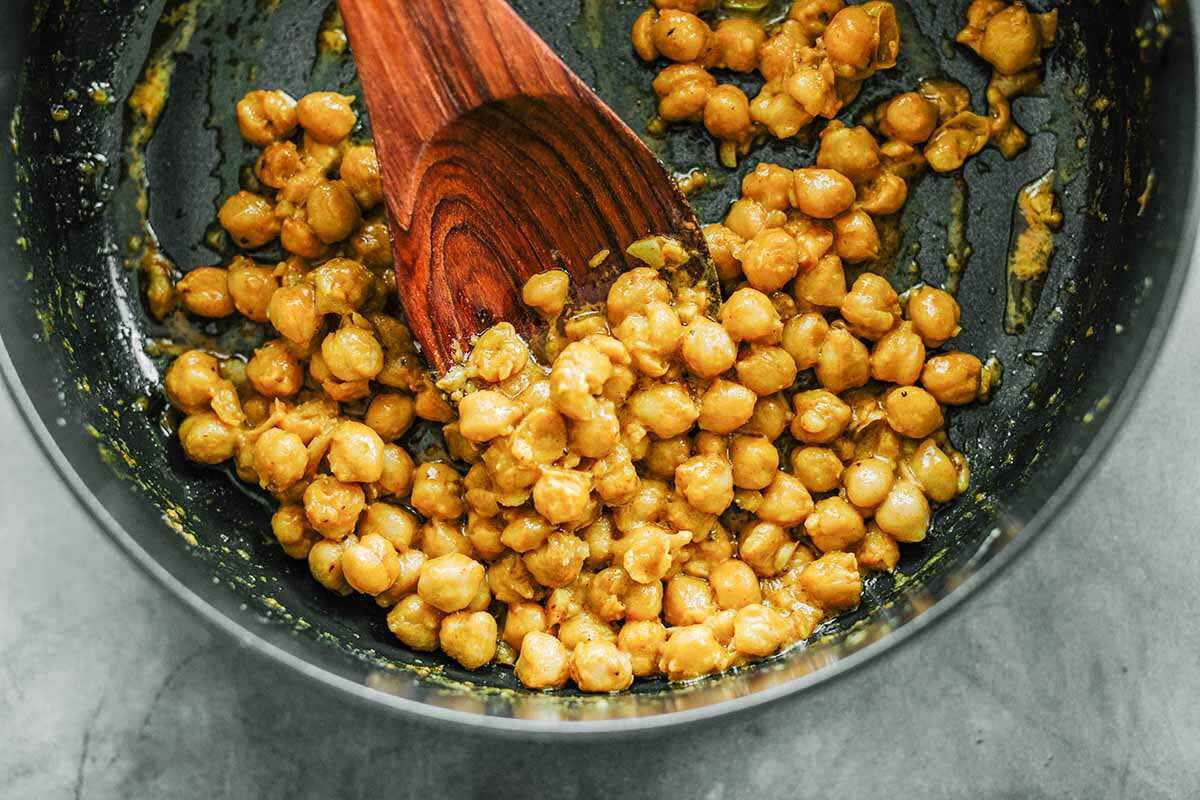 Baked Potatoes with Chickpeas cook the chickpeas