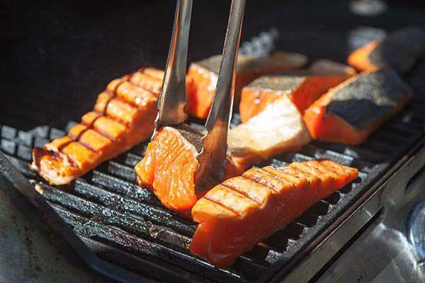 grilling salmon with skin