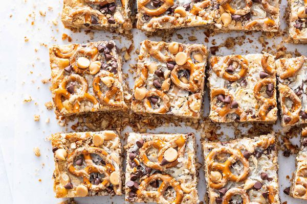 7 Layer Bars with Peanut Butter and Pretzels