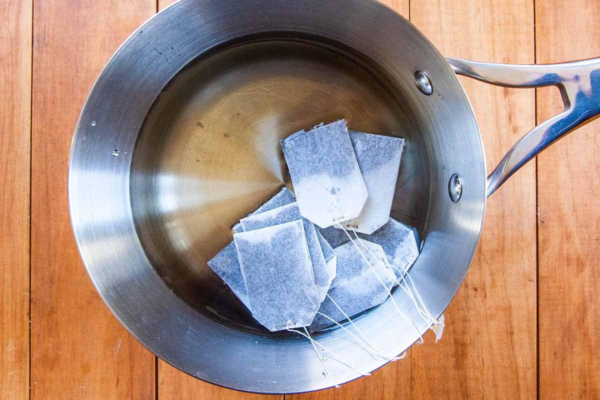 Fried sweet tea chicken make the tea brine