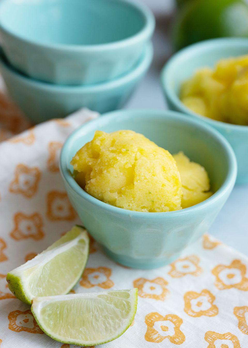 Mango sorbet with frozen mangos